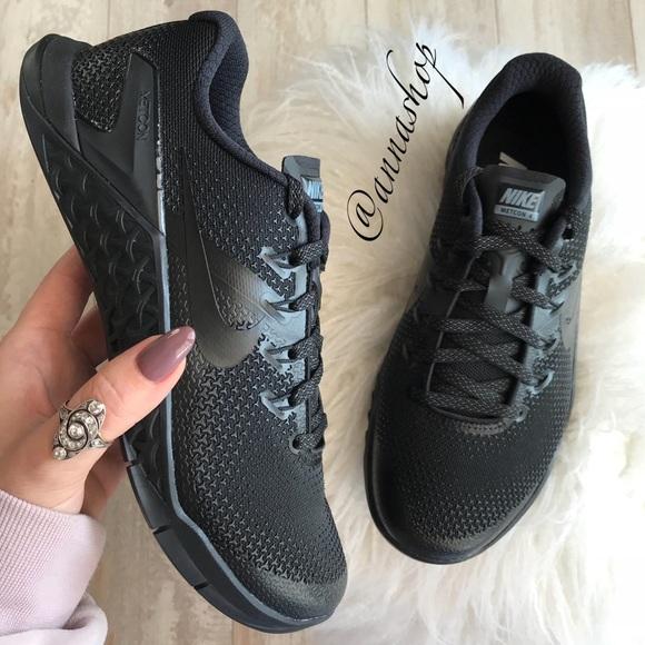 0b77e68192d9 NWT Nike Metcon 4 Triple Black
